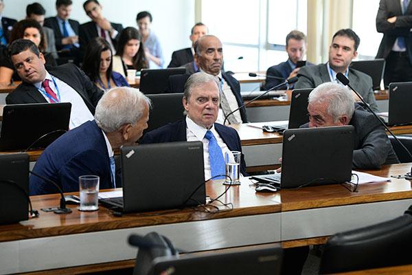 Senadores apresentaram 77 emendas à Proposta de Emenda à Constituição da reforma da Previdência, que deve ser apreciada na terça