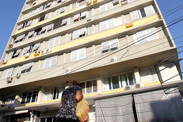 O Edifício 21 de Março, na Cidade Alta, hoje é um exemplo de fachada mista na cidade