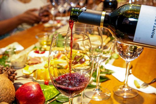 Feira de vinhos será realizada no Barreira Roxa, com degustações acompanhadas do buffet da Platter  For You