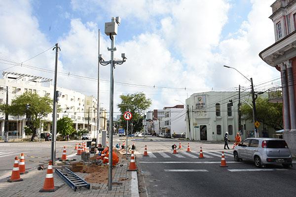 O cruzamento das avenidas Duque de Caxias com Tavares de Lira é o ponto de teste do radar