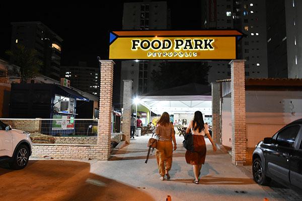 Inaugurado em agosto, o Food Park Petrópolis é o maior em número de espaços: são 18 operações, entre os quais a charmosa Fuscrepe e sanduíche uruguaio da Del Pancho