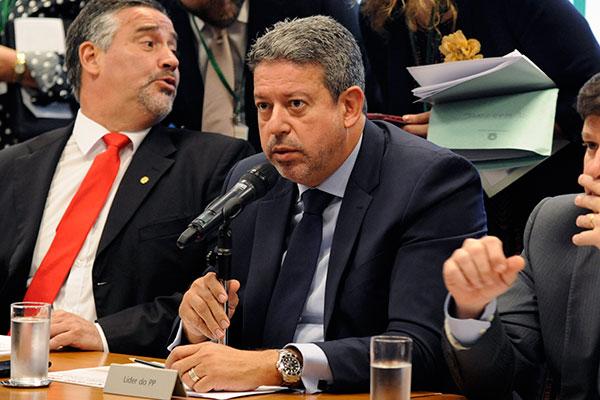 Líder do PP, Arthur Lira está entre os deputados que articulam a alteração na proposta