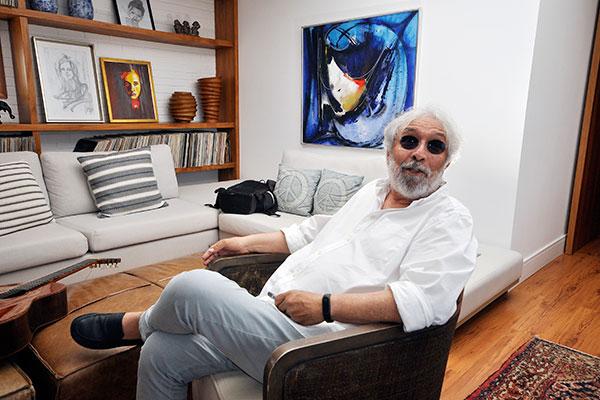 José Delfino transmite muito bem sua energia e bom humor numa conversa ou quando escreve textos na internet ou no papel