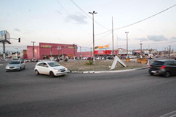 O serviço de relocação do gasoduto faz parte do conjunto de obras para a construção do viaduto no trecho do Gancho