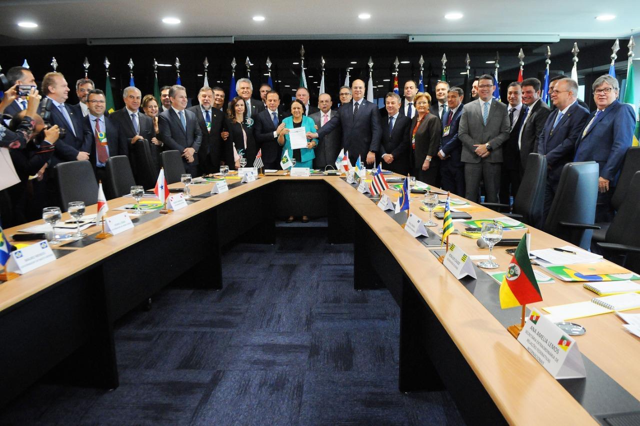 Chefes do executivo apoiaram Fundeb permanente durante reunião Fórum Nacional de Governadores