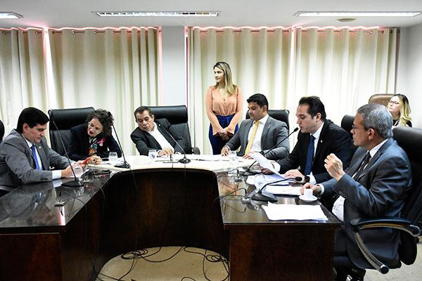 Comissão de Constituição e Justiça avalia a legalidade do projeto