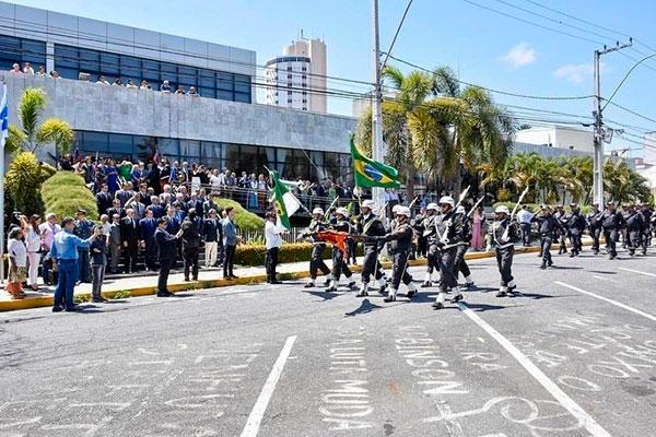Desfile da Polícia Militar abriu homenagens aos 30 anos da Constituição Estadual