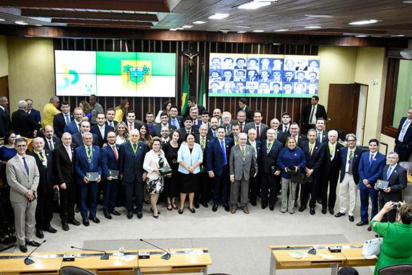 Constituintes são homenageados durante a sessão que integra programação dos 30 anos da Constituição