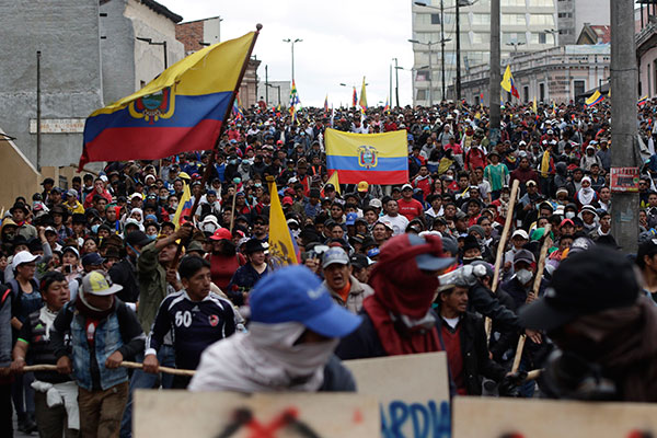 Manifestantes protestam contra as políticas econômicas