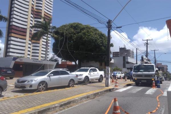 Fios caídos na Avenida Romualdo Galvão