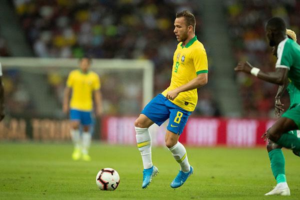 Arthur foi substituído por Matheus Henrique durante a partida