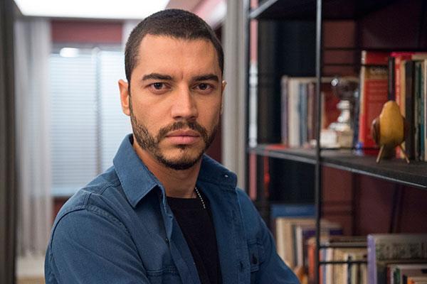 Lee Taylor vive Camilo em novela da Globo