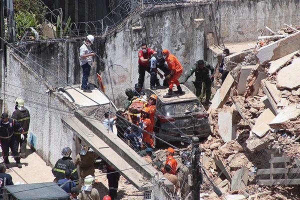 O edifício Andréa, de sete andares, estava localizado no Dionísio Torres, bairro nobre da capital do Ceará, e desabou por volta de 10h15
