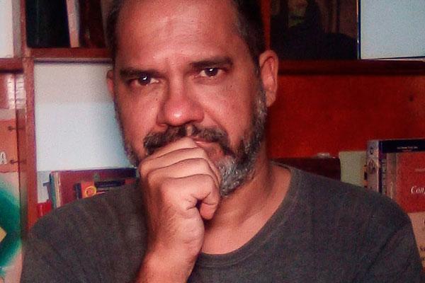 Para Cefas Carvalho, histórias nascem de coisas que ouve na rua, ou até de uma música, como é o caso do título pinçado de uma canção dos Smiths