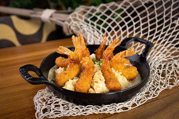 Nau aposta numa delícia local: empanado com arroz de coco