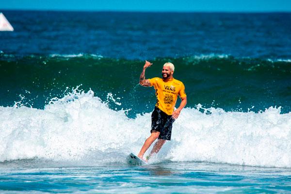 O surfista potiguar Ítalo Ferreira avançou de fase na etapa de Peniche/Portugal, do Mundial