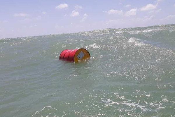 A Marinha divulgou nesta quinta-feira que resgatou o tambor na costa do RN durante uma inspeção sobre os resíduos de óleo