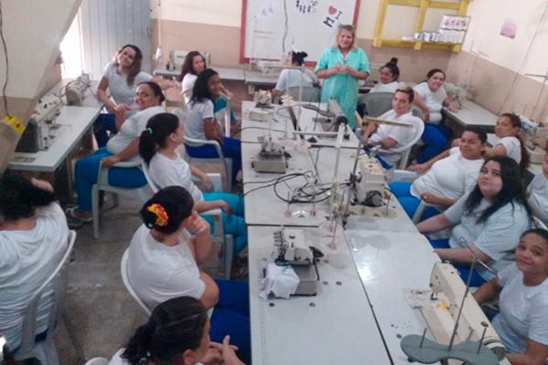 Mulheres presas em Caicó estão recebendo capacitação a partir de convênio firmado entre o Governo do Estado e o Senai