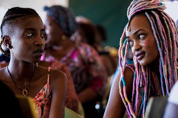 O longa-metragem narra a relação entre duas jovens mulheres, Kena e Ziki, em um país que ainda criminaliza a homossexualidade