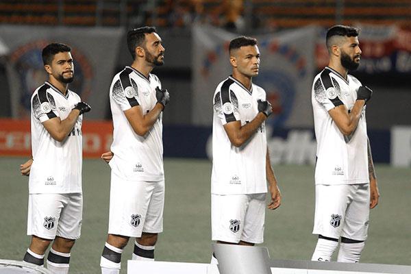 Atletas do Ceará usaram luvas negras para relembrar petróleo