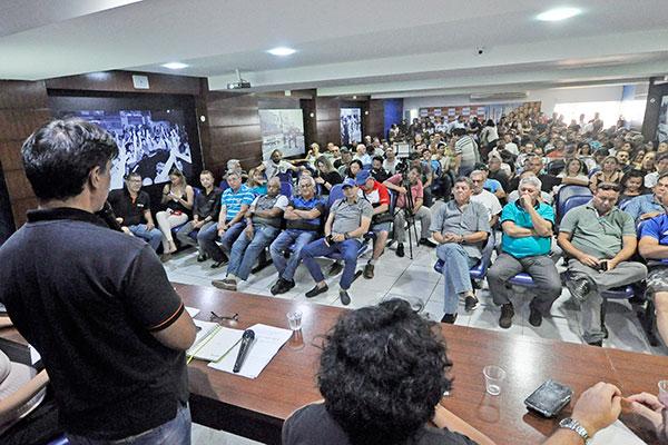 Assembleia dos policiais foi realizada na manhã desta segunda-feira e delegacias não abriram