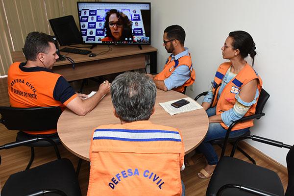 Na tarde de ontem equipe da Defesa Civil estadual participou de videoconferência nacional