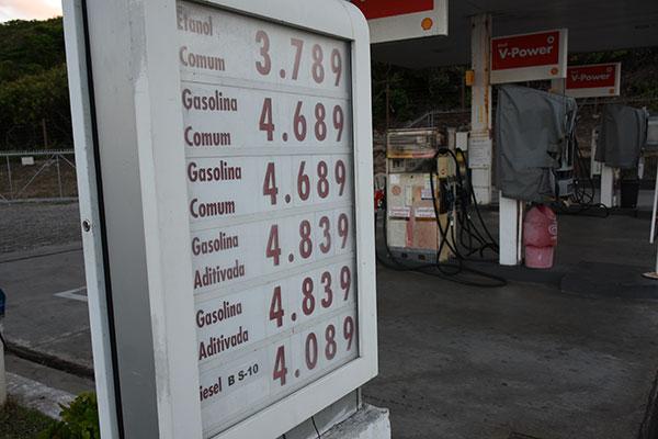 Em um dos postos da Hermes a gasolina é suficiente até sexta, se não houver aumento da demanda