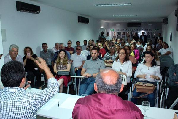 Prefeitos participam de assembleia da Federação dos Municípios e decidem recorrer à Justiça