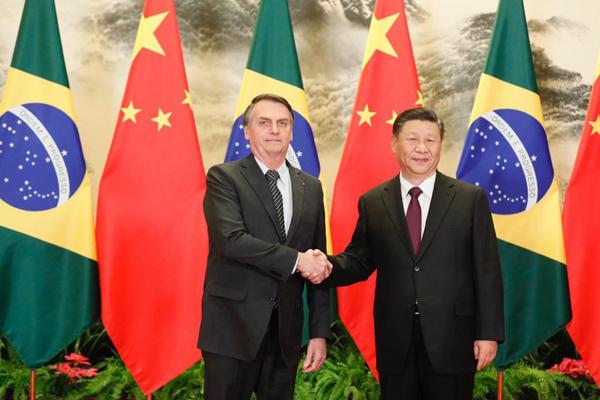 O presidente Jair Bolsonaro ao lado do presidente chinês, Xi Jiping, no Grande Palácio do Povo, em Pequim