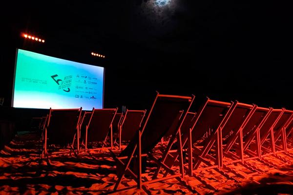 Em São Miguel do Gostoso, o cinema é ofertado ao ar livre