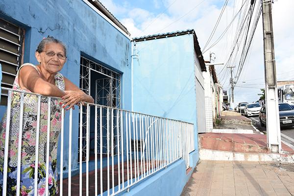 Júlia Luíza, fala sobre a dificuldade em sua rua há muitos anos
