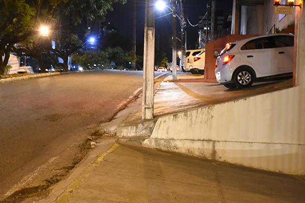 Na avenida Romualdo Galvão, problemas com acessibilidade