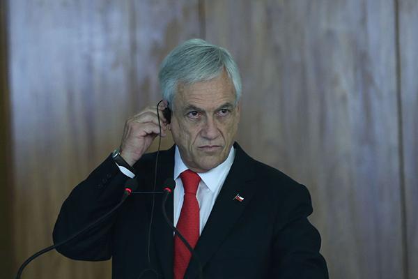 Presidente do Chile, Augusto Piñera, é acusado de ser autor da morte de 20 pessoas em protestos