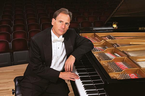O mais recente trabalho de Korevaar  foi a estreia mundial de música para piano do compositor impressionista italiano Luigi Perrachio