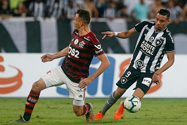 O Botafogo equilibrou o jogo em alguns momentos, mas o Fla conseguiu impor seu bom futebol