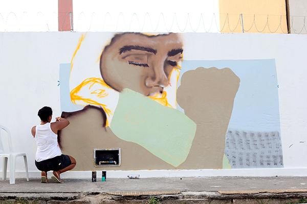 Uma das atrações da Potigraffiti será acompanhar os grafiteiros em atividade, cada um com um estilo e técnica diferente, pintando a escola de temas afros e indígenas