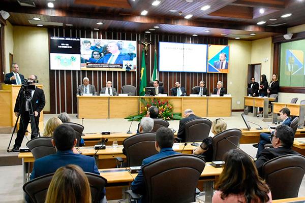 Durante sessão solene durante a qual recebeu homenagem, Rogério Marinho dicursa no plenário