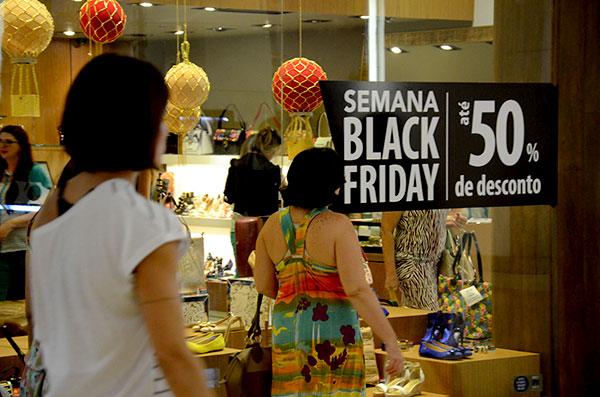 Data é esperada por consumidores, de olho nos descontos; e pelos lojistas, que anseiam pelo aumento nas vendas no fim do ano