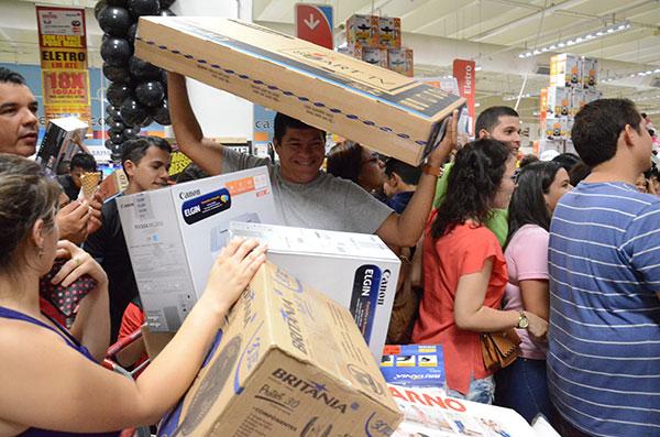 Lojas em shoppings centers de Natal deverão funcionar em horário diferenciado no próximo dia 29