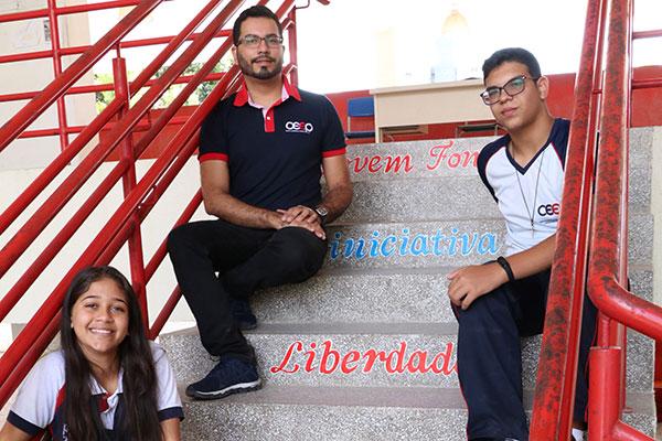 Giordanno, João Paulo e Elissa, no CEEP Lourdinha Guerra