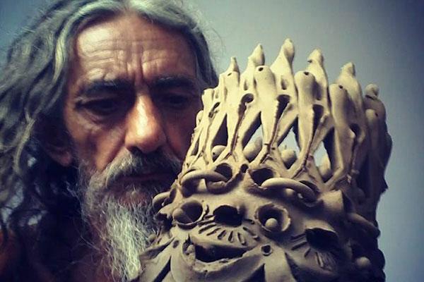Formado na Escola Nacional de Belas Artes, Antônio Buca é conhecido também por suas cerâmicas feitas à mão livre