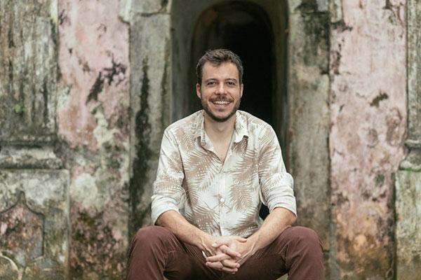 João Cavalcanti, ex-Casuarina, canta Eu Nego até o fim no disco e estará também no show