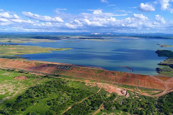 Barragem Armando Ribeiro Gonçalves recebe águas do ramal Piranhas/Açu, um dos canais por onde as águas da transposição entrarão no estado