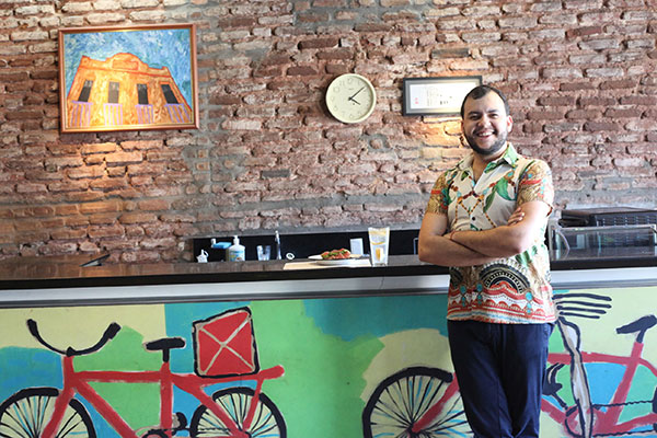 Cristian Sarmento reabre o café em parceria com o espaço teatral da Ribeira