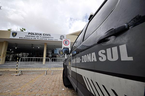 Delegacia de Plantão Zona Sul teve que atender também os casos de prisões da região de Santa CruzPOLICIA CIVIL