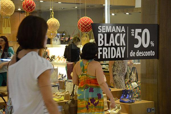 Lojistas de todo o Brasil se preparam para a semana da Black Friday. Dia 29 de novembro deverá ser o de maior vendas no varejo