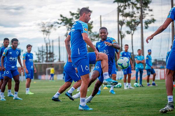 Pressionados, jogadores do Cruzeiros confiam no bom retrospecto para vencer a equipe paulista