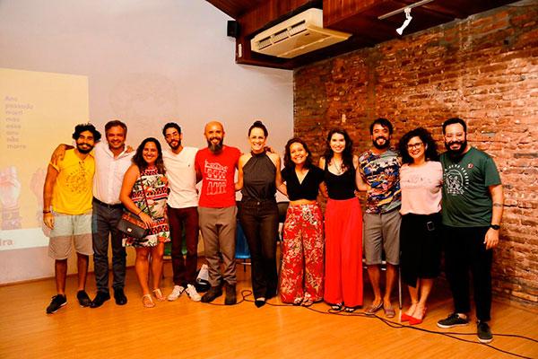 Diretores e grupos participantes do FICA durante o lançamento