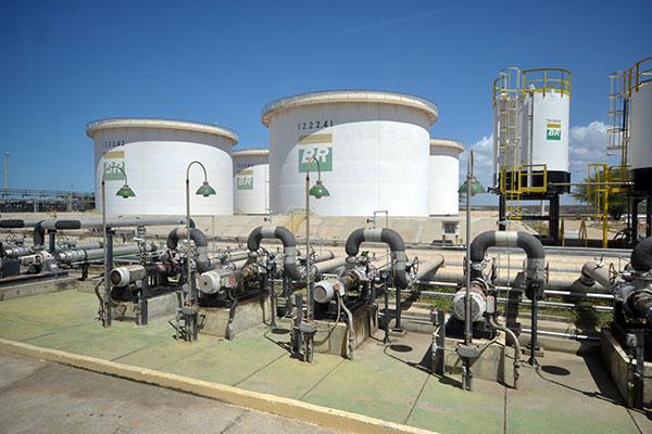 Resultado de imagem para BRASIL: PETROBRAS REDUZ NESTA SEXTA-FEIRA (24) PREÇO DE GASOLINA E DIESEL NAS REFINARIAS