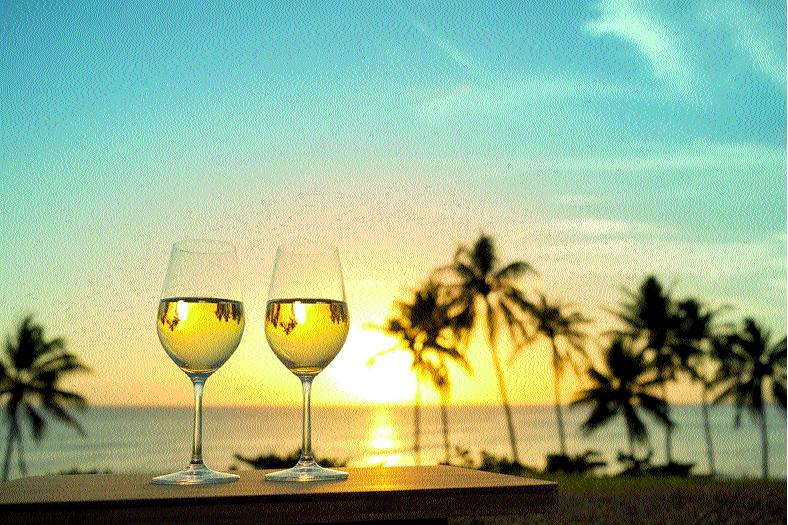 Do mesmo modo que os alimentos devem ser leves no verão, os vinhos, para fazer frente a estas iguarias necessitam ser igualmente leves, frescos e frutados